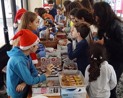 une vente de gâteaux en faveur de l'association : « Lebanese Autism Society »