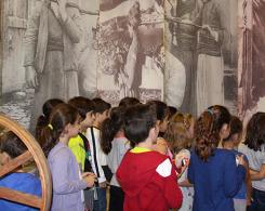 Les CE1 à Bsous au Musée de la Soie